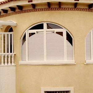 Rollladen für Rundbogenfenster von untern nach oben
